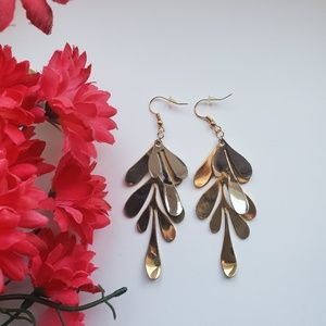 Gorgeous metal leaf dangle earrings